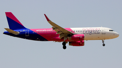 A picture of HALYT - Airbus A320232 - Wizz Air - © Pampillonia Francesco - Plane Spotters Bari