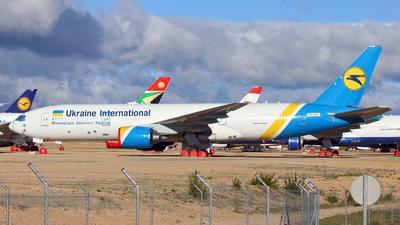 9H-AHV - Boeing 777-28E(ER) - Ukraine International Airlines