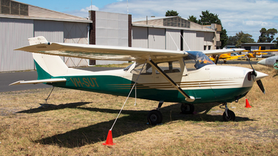 VH-SUT - Cessna 172D Skyhawk - Private