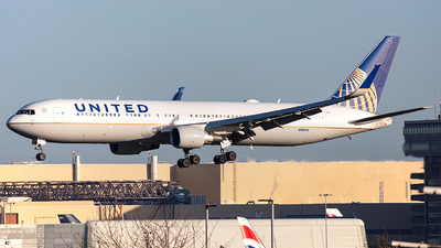 A picture of N684UA - Boeing 7673CB(ER) - United Airlines - © Airlinergeek