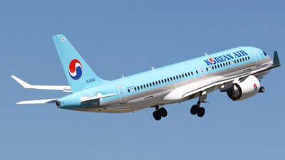 HL8092 - Bombardier CSeries CS300 - Korean Air