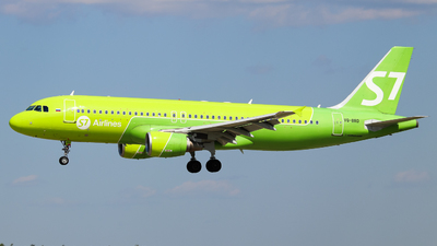 A picture of VQBRD - Airbus A320214 - S7 Airlines - © Vitaly Revyakin