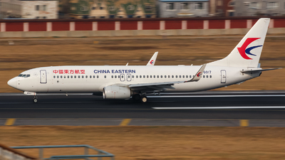 B-6017 - Boeing 737-89P - China Eastern Airlines