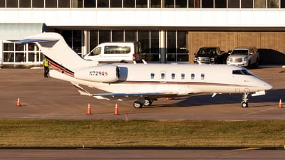 A picture of N729QS - Bombardier Challenger 350 - NetJets - © Sweet Potato