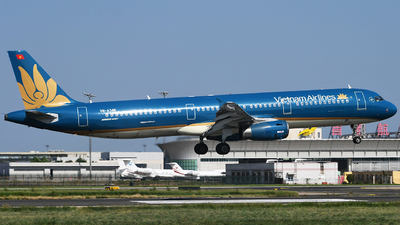 A picture of VNA345 - Airbus A321231 - Vietnam Airlines - © Chenji.