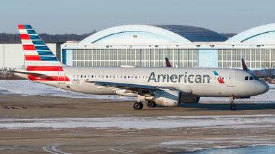 A picture of N122US - Airbus A320214 - American Airlines - © Evan Dougherty