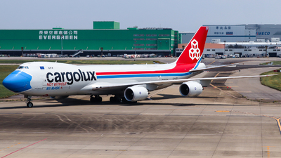 A picture of LXVCF - Boeing 7478R7(F) - Cargolux - © Jhang yao yun