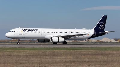 A picture of DAISQ - Airbus A321231 - Lufthansa - © Robert Dumitrescu