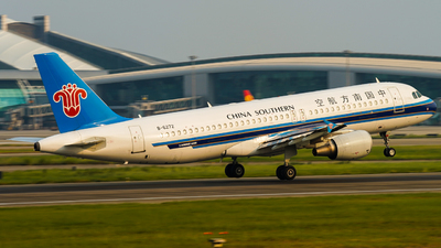 A picture of B6272 - Airbus A320214 - China Southern Airlines - © ZGGG-Highwing