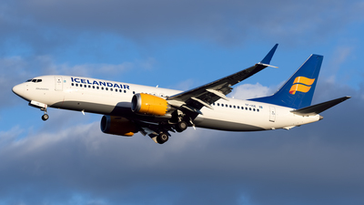A picture of TFICE - Boeing 737 MAX 8 - Icelandair - © Cary Liao