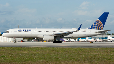 A picture of N14118 - Boeing 757224 - United Airlines - © Ozell V. Stephens Jr.