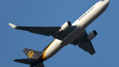 A picture of N302UP - Boeing 76734AF(ER) - UPS - © SakaiWakana