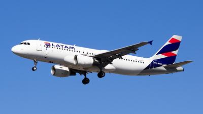 PR-MHK - Airbus A320-214 - LATAM Airlines