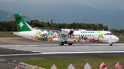 A picture of B17001 - ATR 72600 - UNI Air - © KenNgan