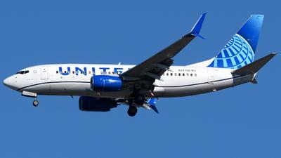N24706 - Boeing 737-724 - United Airlines