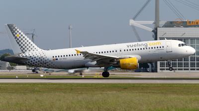 EC-HQJ - Airbus A320-214 - Vueling