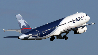 A picture of CCBAA - Airbus A320233 - LATAM Airlines - © La Roche Spotters