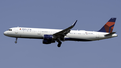 A picture of N372DN - Airbus A321211 - Delta Air Lines - © Connor Ochs