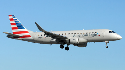 A picture of N420YX - Embraer E175LR - American Airlines - © Alexander Portas