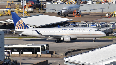 A picture of N208SY - Embraer E175LR - United Airlines - © Javier Vera