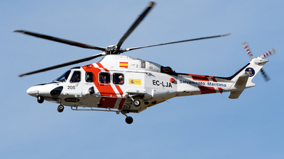 A picture of ECLJA - AgustaWestland AW139 - [31318] - © Toni Marimon
