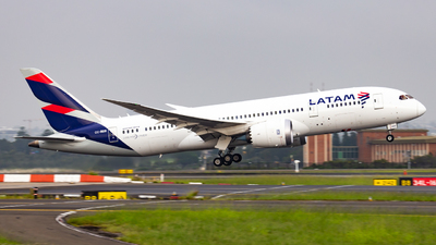 A picture of CCBBB - Boeing 7878 Dreamliner - LATAM Airlines - © Haozhe Peng