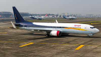 A picture of VTSYR - Boeing 7378AL - SpiceJet - © Aneesh Bapaye