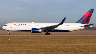 A picture of N169DZ - Boeing 767332(ER) - Delta Air Lines - © Chr Pe