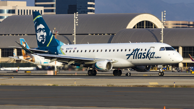 A picture of N187SY - Embraer E175LR - Alaska Airlines - © David Lee