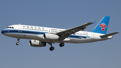 A picture of B6762 - Airbus A320232 - China Southern Airlines - © Tom Cheng