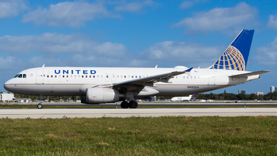 A picture of N482UA - Airbus A320232 - United Airlines - © Martin Rogosz
