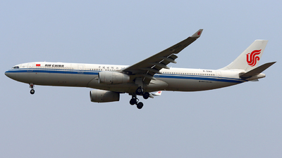 A picture of B5912 - Airbus A330343 - Air China - © Hafit Irawan