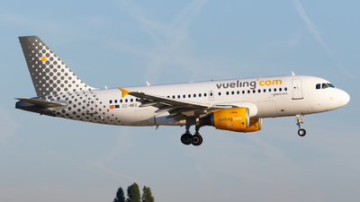 EC-MKX - Airbus A319-112 - Vueling