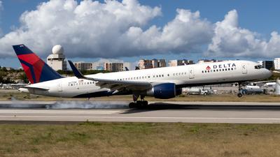 A picture of N6711M - Boeing 757232 - Delta Air Lines - © William Vignes