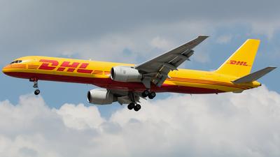 A picture of GBIKZ - Boeing 757236(SF) - DHL - © Wilko Doodhagen