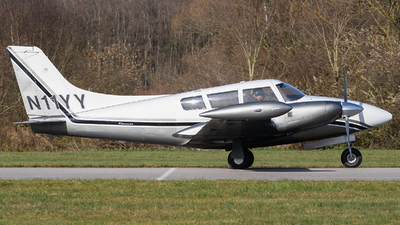 N11YY - Piper PA-30-160 Twin Comanche B - Private