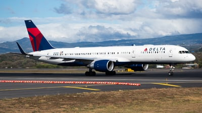 A picture of N6708D - Boeing 757232 - Delta Air Lines - © Alfredo La Red