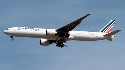 A picture of FGSQA - Boeing 777328(ER) - Air France - © Yan777