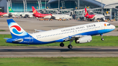 A picture of B9977 - Airbus A320232 - Chongqing Airlines - © LiXin