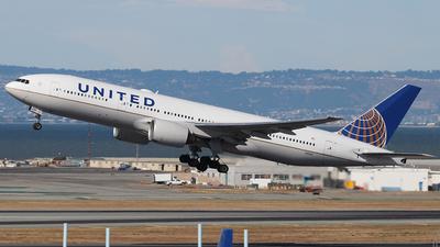 N211UA - Boeing 777-222(ER) - United Airlines