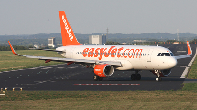 G-EZWH - Airbus A320-214 - easyJet