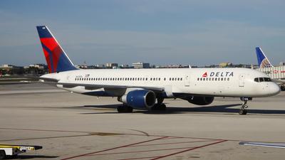 A picture of N618DL - Boeing 757232 - [22908] - © C. v. Grinsven