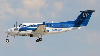 A picture of N832UP - Beech B300 Super King Air 350 - Gama Aviation - © DJ Reed - OPShots Photo Team