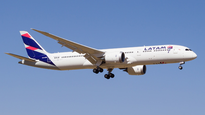 A picture of CCBGN - Boeing 7879 Dreamliner - LATAM Airlines - © Carlos Martinez Misle