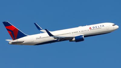 N1602 - Boeing 767-332(ER) - Delta Air Lines