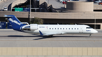 A picture of N879AS - Mitsubishi CRJ200ER - SkyWest Airlines - © XueQing