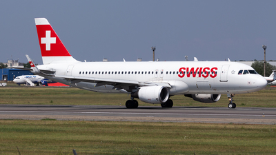 A picture of HBJLT - Airbus A320214 - Swiss - © Robert Dumitrescu