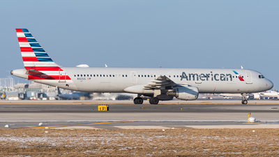 A picture of N167US - Airbus A321211 - American Airlines - © bill wang