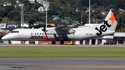 A picture of VHTQL - De Havilland Canada Dash 8300 - Qantas - © Noah Houghton