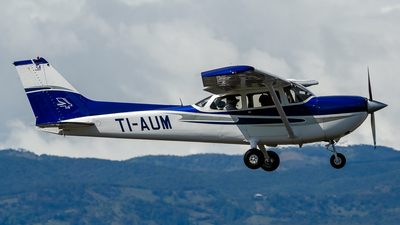 TI-AUM - Cessna R172K Hawk XP II - Aeroclub del Aranjuez